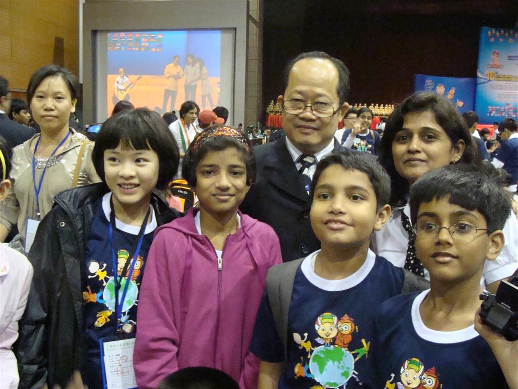 Kids with Prof Dr Dino Wong